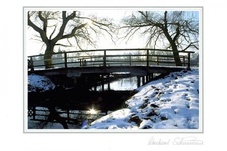 Brücke im Wintergegenlicht