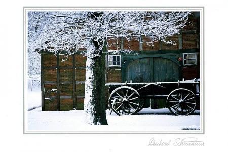 Ackerwagen vor Bauernhaus